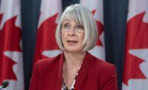 加拿大卫生部长要求中国反思疫情表现,却被拍到在机场没戴口罩