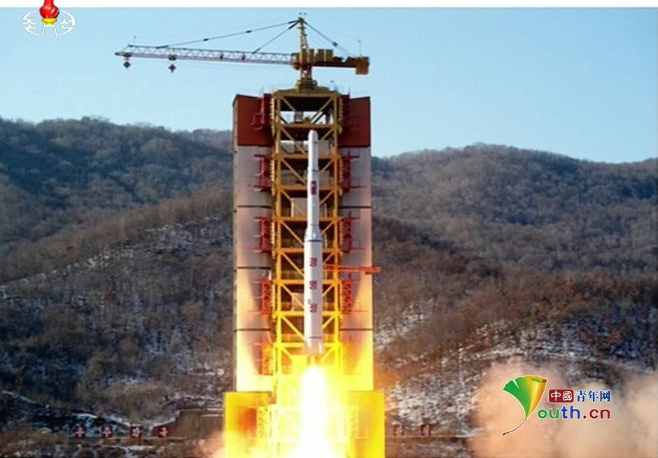 韩军疑似打捞到朝鲜火箭残骸(组图)