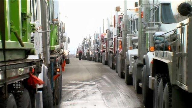 发展经济还是保护环境的矛盾在BC省演进成卡车司机的驾车示威