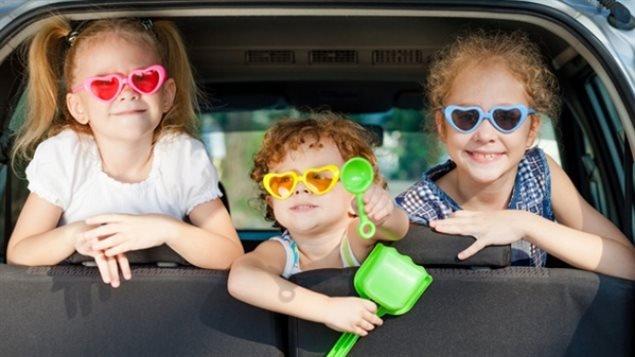 """加拿大新儿童福利:有孩子家庭能拿多少""""牛奶金""""?"""