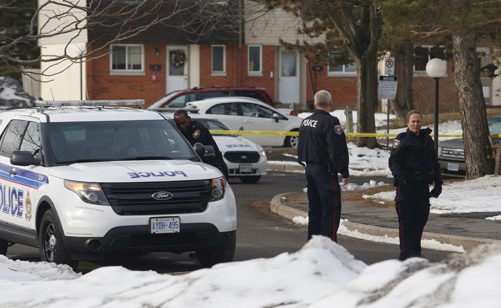 police-investigate-the-scene-of-a-shooting-near-old-richmond-e1459085934165