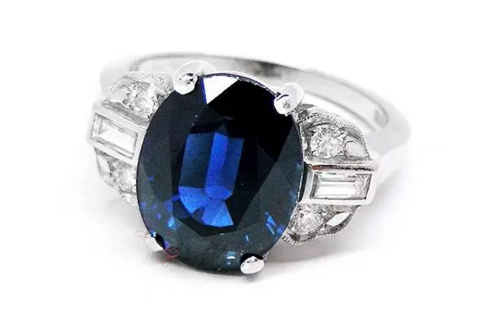 蓝宝石及钻石戒指