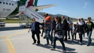 教皇访问希腊难民营带走12名叙利亚难民