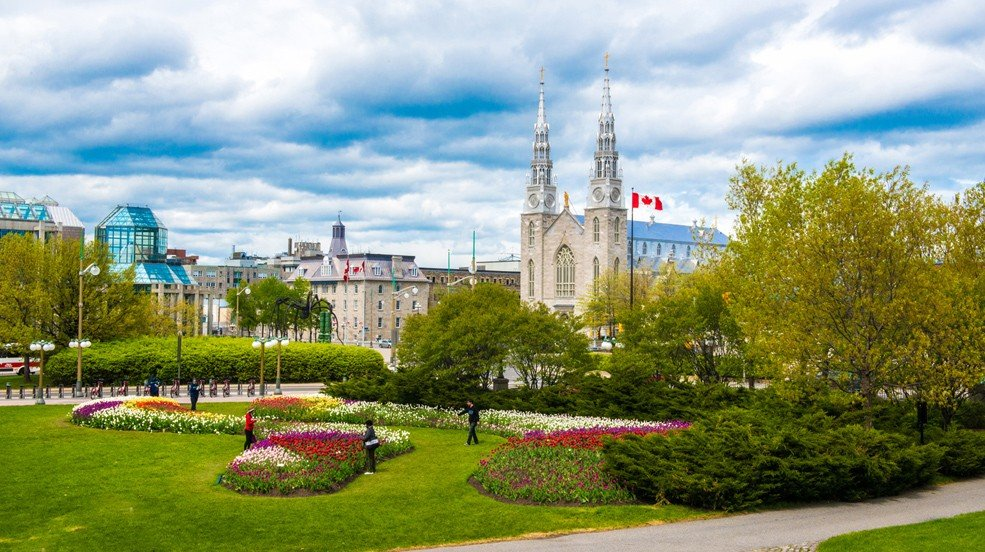 Canadian-Tulip-Festival_4-985x552