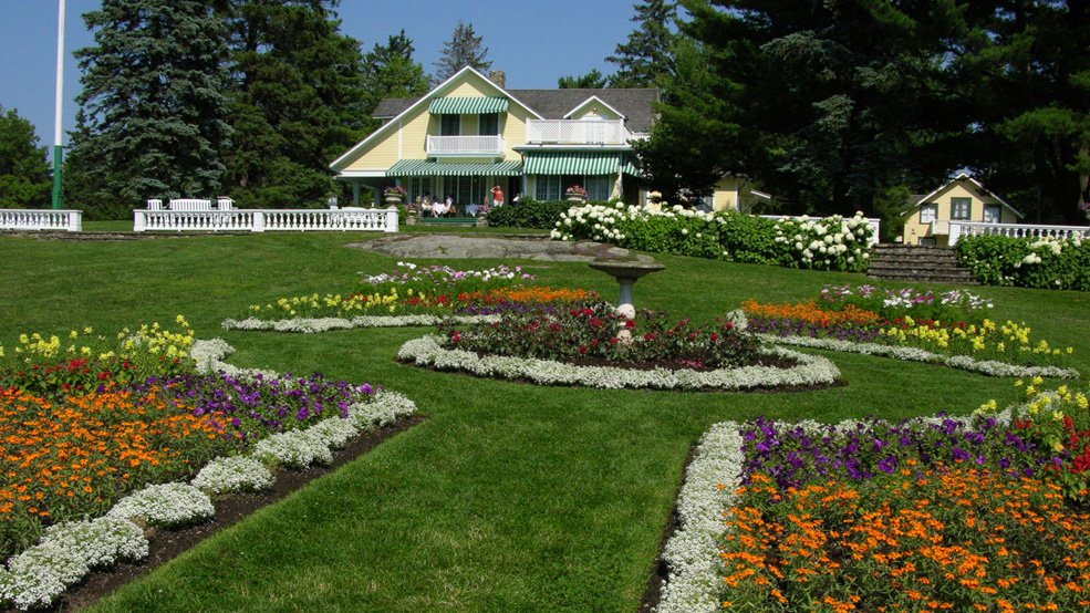 The-gardens-at-MacKenzie-King-Estate1-Les-jardins-au-domaine-Mackenzie-King1