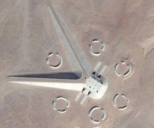 埃及沙漠中惊现神秘建筑 引发UFO猎人狂猜(图)
