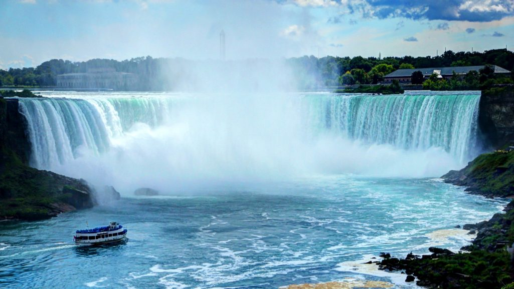 niagara-falls-canada-14-1025x577