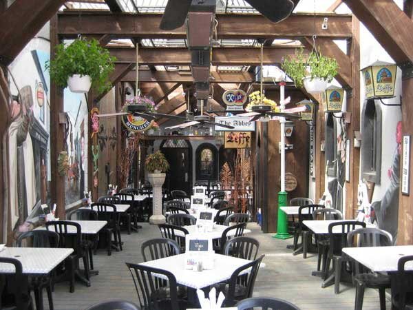 pub_italia_patio_02_md