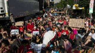 美国枪击案抗议继续 警方逮捕数十人