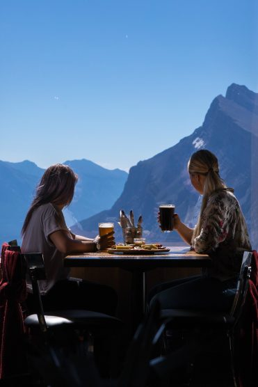 cliff-house-bistro-norquay-mountain-371x556