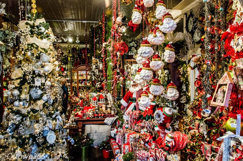 120-christmas-store-2