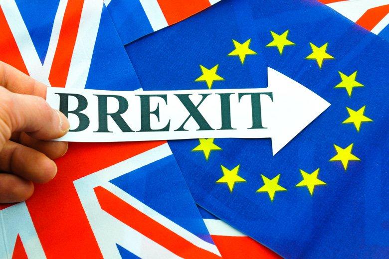 hand-holding-brexit-sign-eu-referendum 2