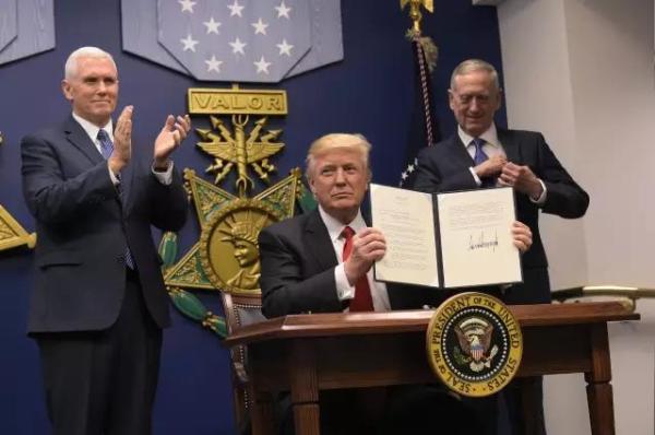 央视:特朗普行政命令治国,是新政还是乱政?