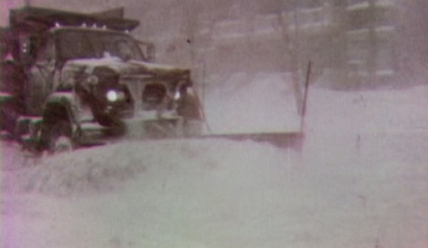 a-snow-plow-digs-out-an-ottawa-street-in-1971