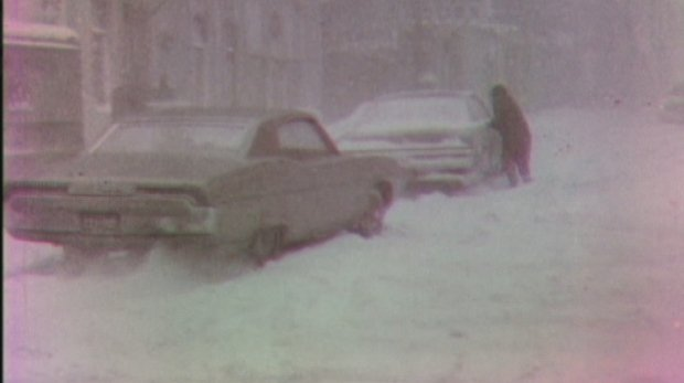 cars-stuck-in-the-1970-71-as-ottawa-digs-out-from-record-snowfall