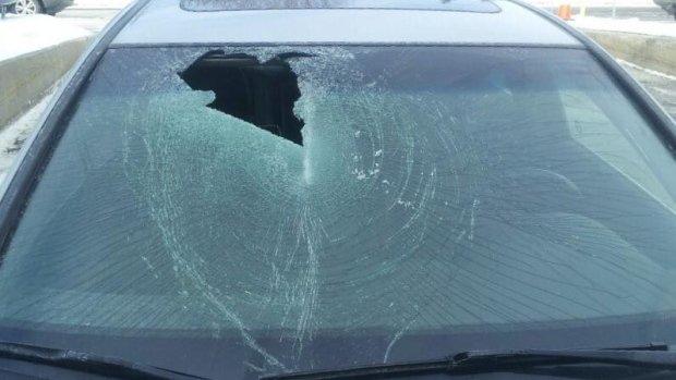 windshield-flying-ice-ottawa