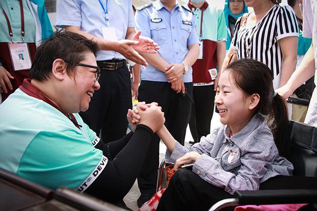 中国慈善名人榜揭晓 韩红名列榜首是因为这些
