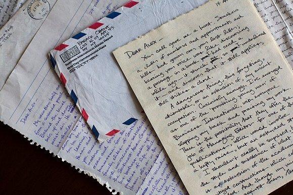 求爱不忘诗与远方 奥巴马大学情书曝光