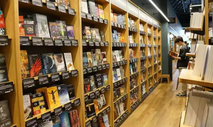 网上卖书20年,亚马逊开的线下书店有什么不一样?