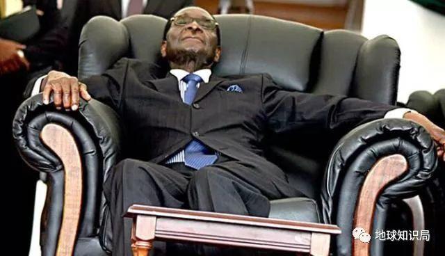 93岁的老朋友穆加贝为什么会下台?