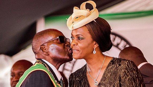 """穆加贝夫妇的退休生活:""""遣散费""""最少1000万美元"""