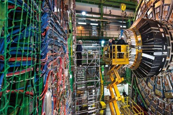 霍金:中国应该建造巨型对撞机 荣耀将被历史铭记